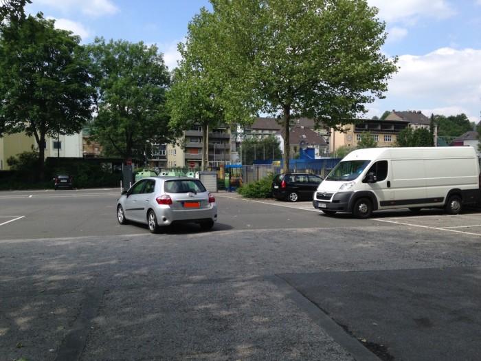... wird dieser Parkplatz erreicht.